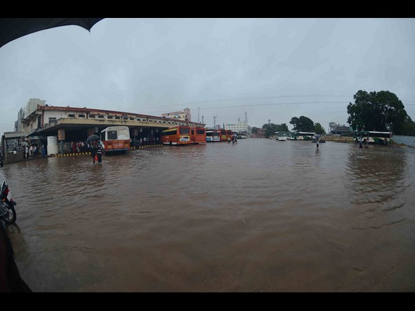 Submerged bus stand