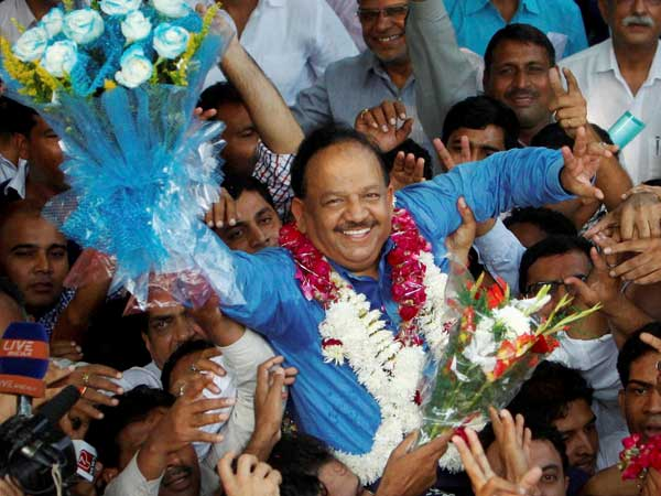 Harshvardhan hits out at Congress