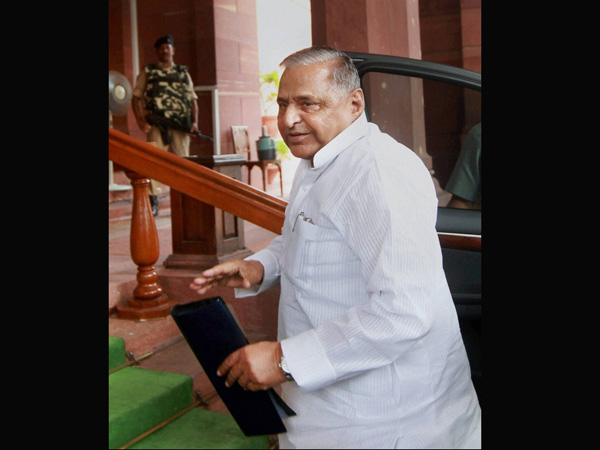 Muyalam Singh Yadav hits out at Modi