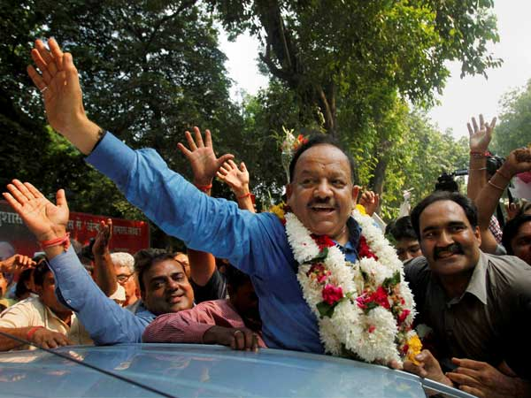 Delhi: Cong files complaint against BJP