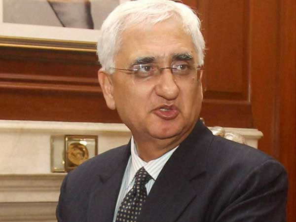 Khurshid arrives in Lanka for CHOGM