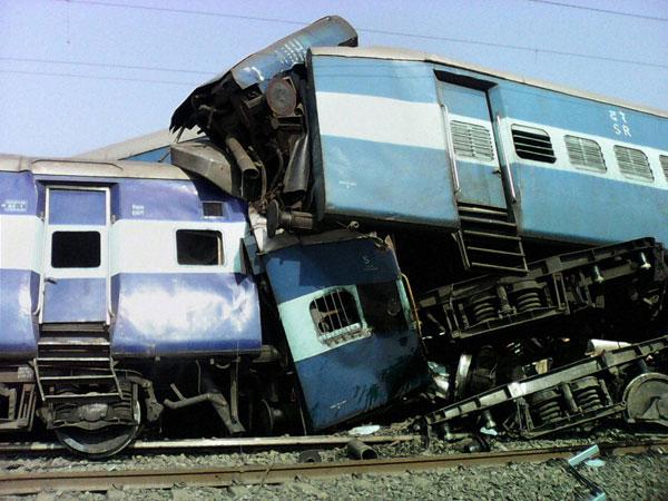 Train derails near Nashik, five dead