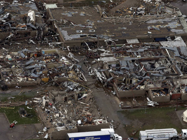 Strong tornadoes hit US Midwest