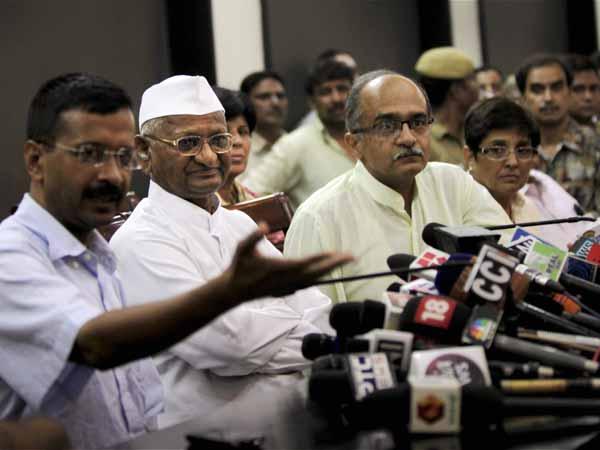 Congress, BJP slam AAP over Anna CD