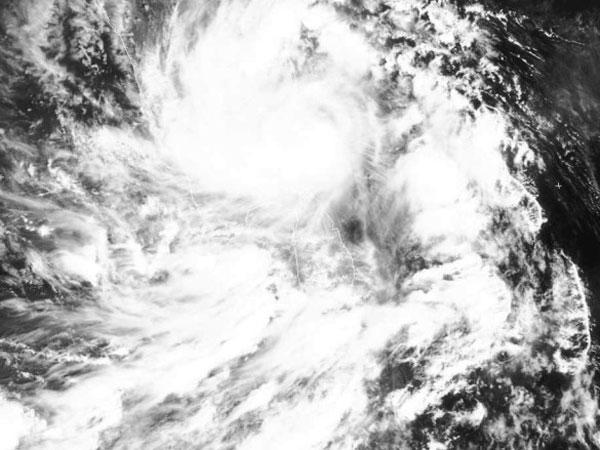 Heavy rains lash Andhra as cyclone nears coast