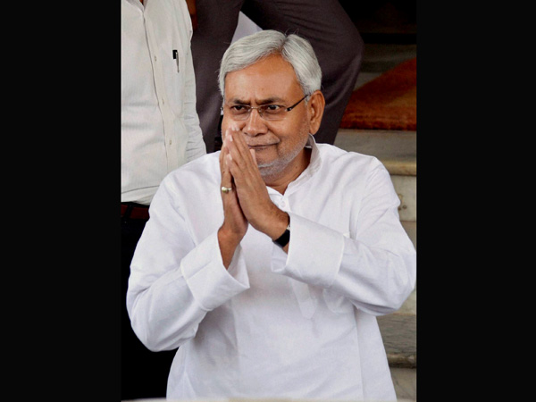 Nitish opens gift box on govt's 8th anniversary