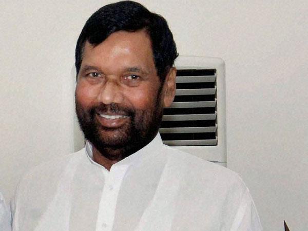 Paswan sings Congress' tune