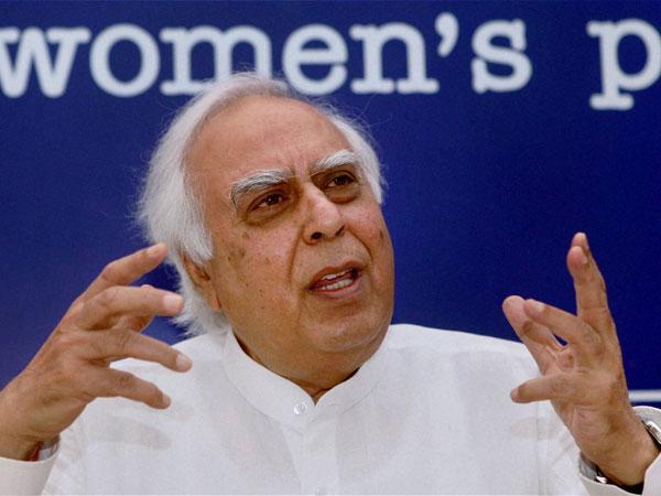 Tehelka case: Sibal hits out at Sushma