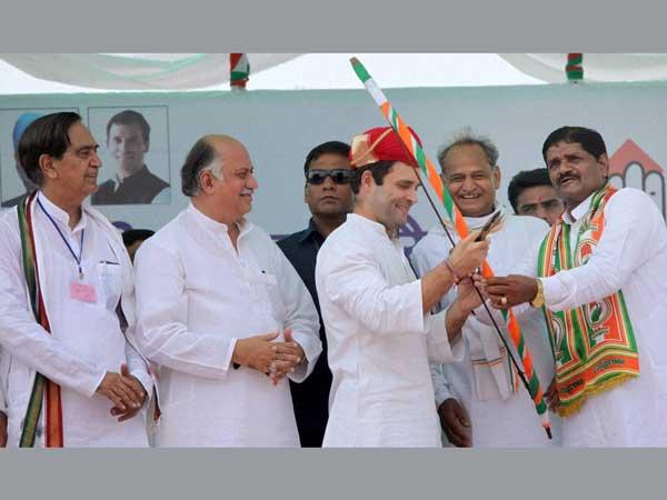 Rahul Gandhi woos voters in Rajasthan
