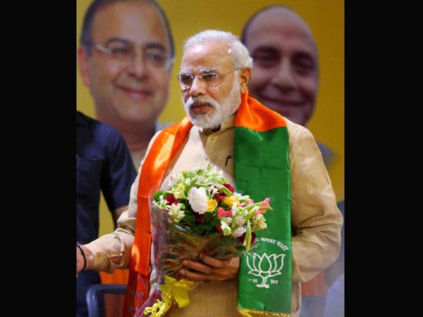 Narendra Modi hits out at Kejriwal