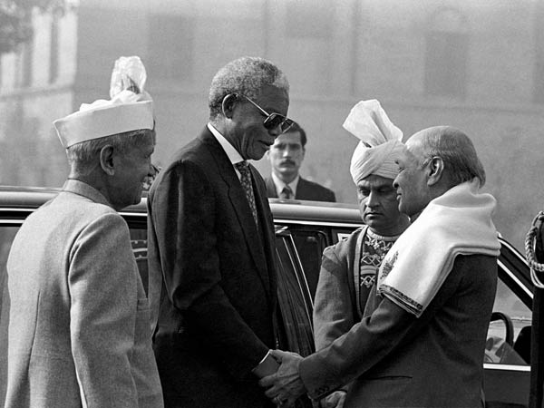 elson Mandela with the Shankar Dayal Sharma P.V. Narsimha Rao
