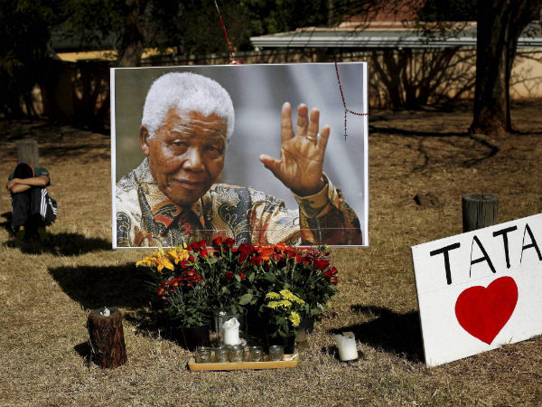 South Africans outside Madiba's house