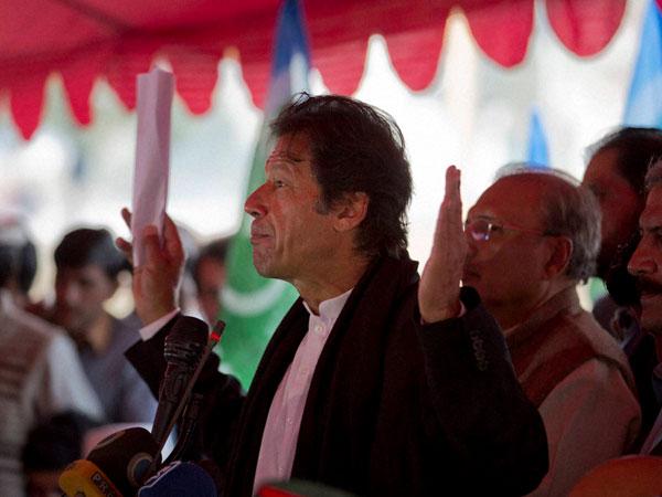 Imran Khan takes on PM Nawaz Sharif