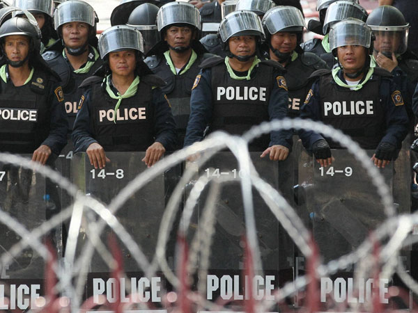 Ready to dissolve parliament, says Thai PM