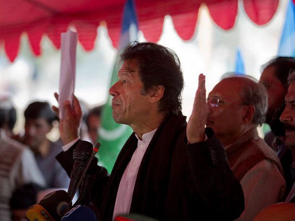 Imran wants barrier-free Indo-Pak border