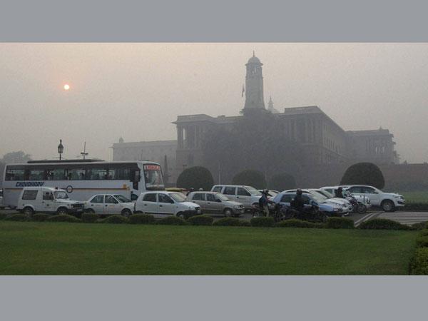 Heavy fog hits rail services; road accident kills 4 in Delhi