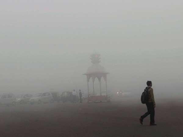 Fog plays spoilsport at airport