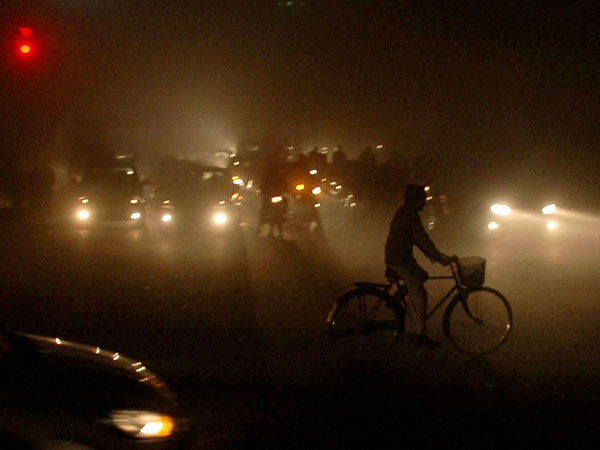 Thick fog disrupts normal life in Punjab
