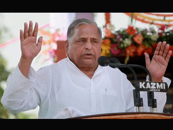 Mulayam Singh finds conspiracy in riot relief camps