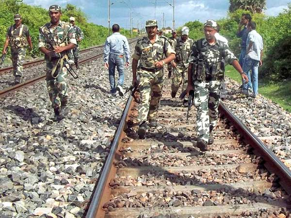 Bombs found on Bihar railway tracks