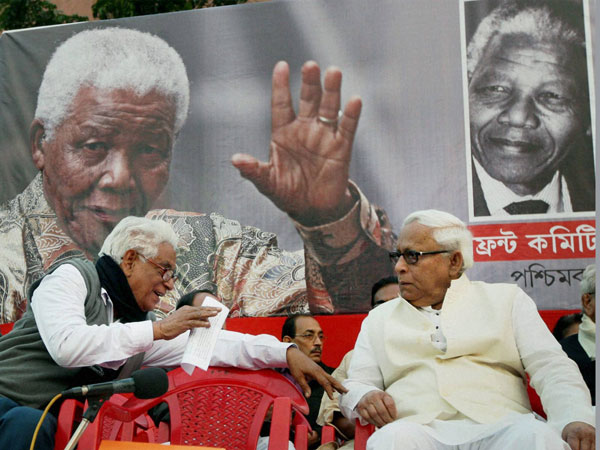 Former West Bengal Chief Minister Buddhadeb Bhattacharjee with CPI State Secretary Manju Kumar Majumdar(L) during condolence meeting of Former South African President Nelson Mandela in Kolkata on January 6.
