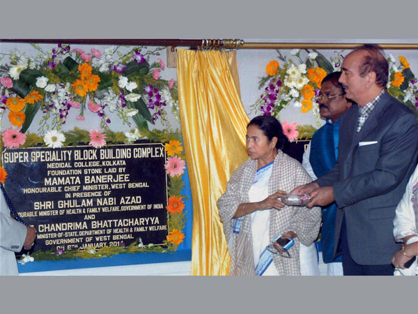 Union Health Minister Ghulam Nabi Azad with West Bengal Chief Minister Mamata Banerjee during foundation laying ceremony of several development project of Chittaranjan National Cancer Institute and Medical College, in Kolkata on January 6.