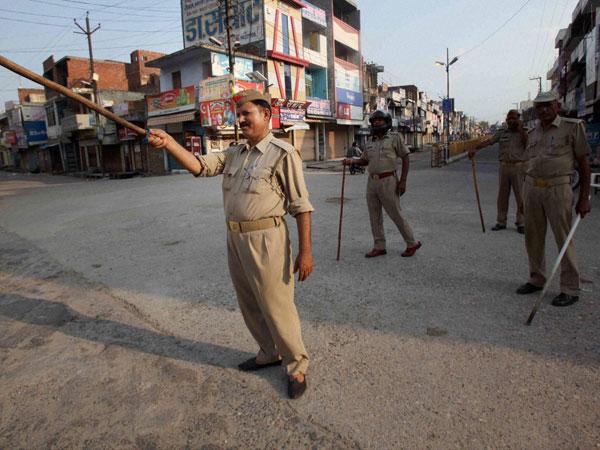 Muzaffarnagar: 10 police personnel injured in stone pelting