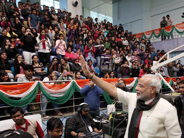 Diaspora members mob Modi, cheer him