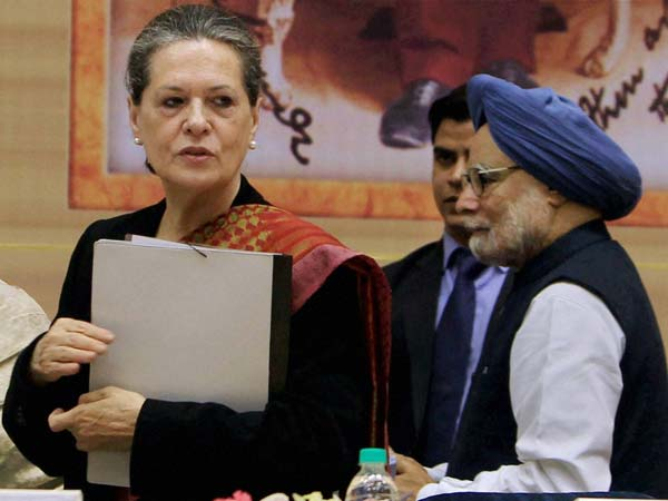 Prime Minister Manmohan Singh with UPA Chairperson Sonia Gandhi at the closing ceremony