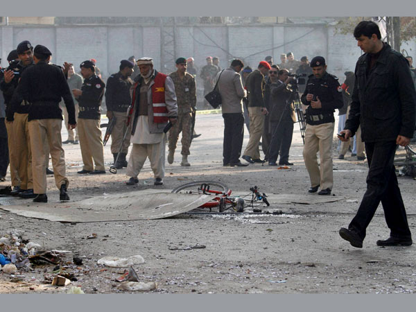 Suicide bombing kills 9 in Pak