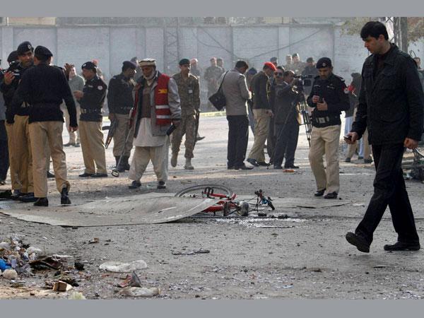 Suicide bombing kills 9 in Pak