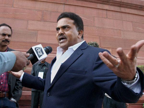 Nirupam advises Kejriwal on governance