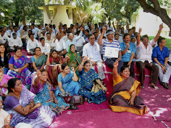 United AP supporters stage sit-in