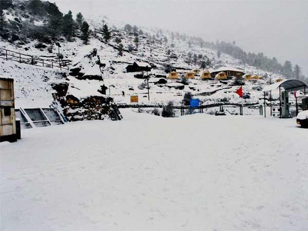 A view of heavy snowfall in Chamoli
