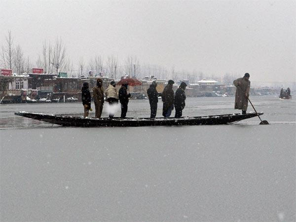 Dal Lake during heavy snowfall