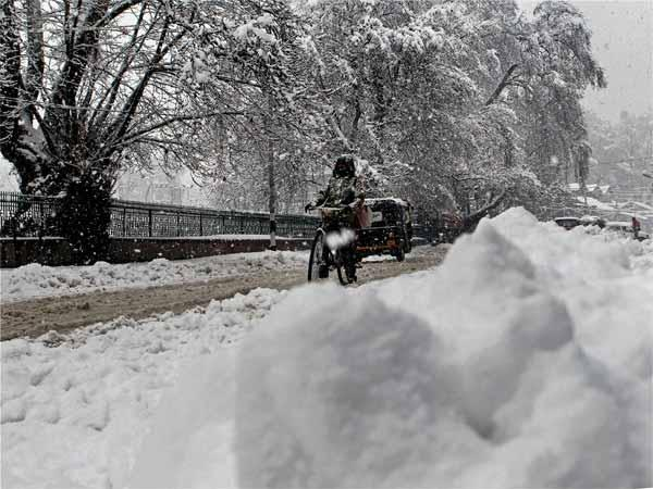 Traffic suspended on Srinagar-Jammu national highway
