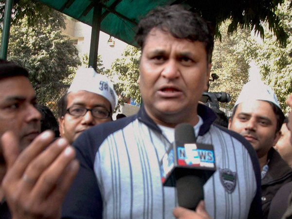 AAP heads to a fall? : Vinod Kumar Binny expelled from AAP