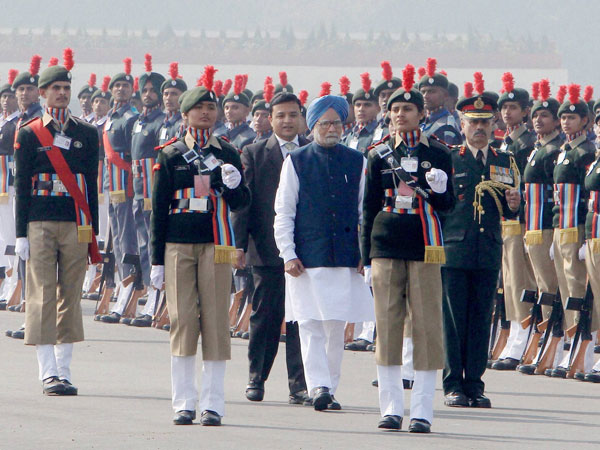 Prime Minister Manmohan Singh inspects a guard of honour