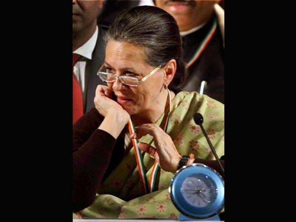 Sonia urges for stronge communal harmony