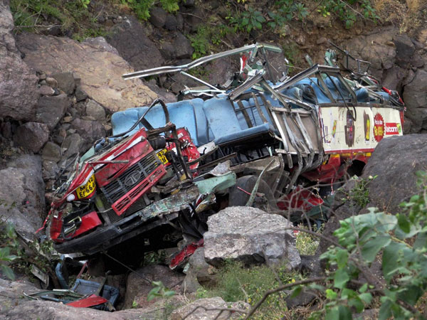 Many feared dead in bus accident in Maha