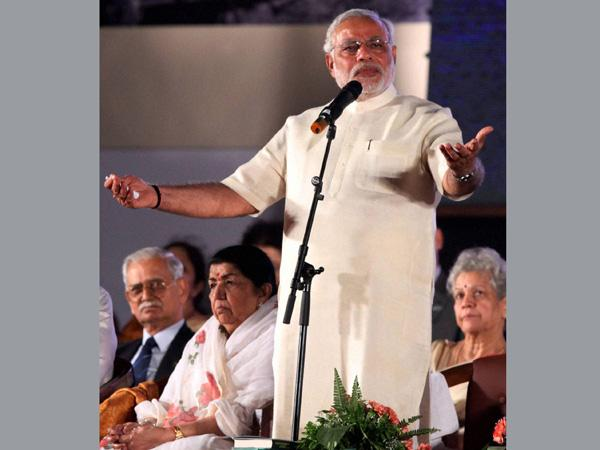 Shreshtha Bharat Divas: Modi mourns the martyrs, joins in singing