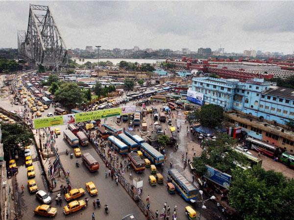 Suburban train derails in Kolkata