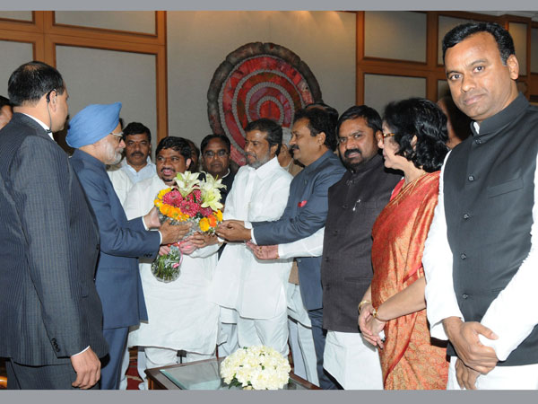Manmohan Singh with political leaders