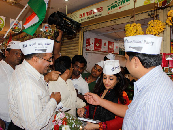Shazia Ilmi interacting with Russell Market shopkeepers