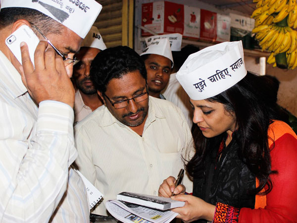 Shazia Ilmi interacting with shopkeepers and listening to their problems