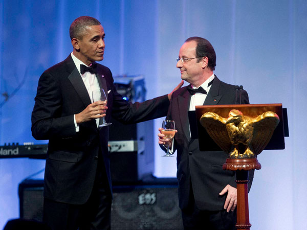 Obama toasts with French President Francois Hollande