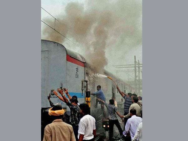 Fire in Howrah-Delhi Rajdhani Express
