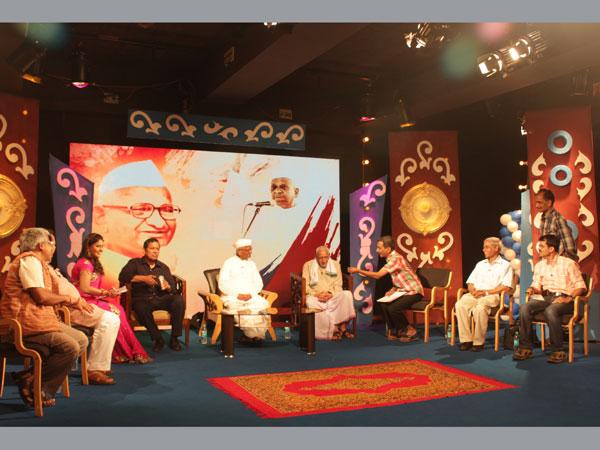 Anna Hazare says No to Modi, backs Mamata Banerjee