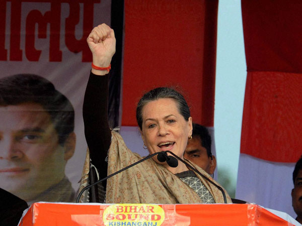 Sonia Gandhi addresses Kochi rally