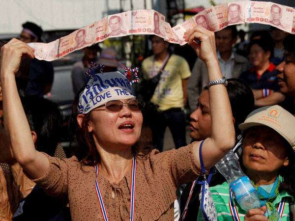 Protestors block Thai PM's office